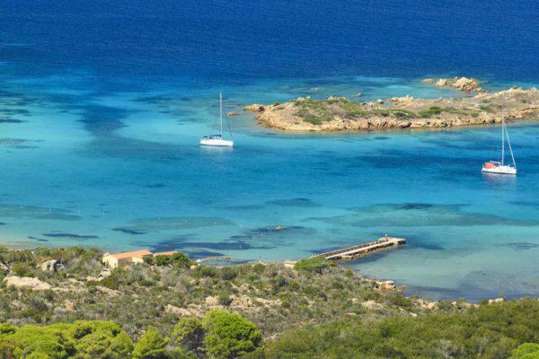 Montebello21 ✓ Spiaggia di Cala Garibaldi a Caprera, nell'Arcipelago di La Maddalena