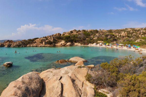 Montebello21 ✓ Spiaggia di Cala Serena a Caprera nell'Arcipelago di La Maddalena