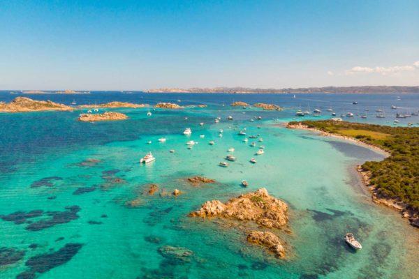 Montebello21 ✓ Spiaggia del Cavaliere sull'Isola di Budelli nell'Arcipelago di La Maddalena