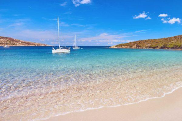 Montebello21 ✓ Spiaggia de I due Mari a Caprera nell'Arcipelago di La Maddalena