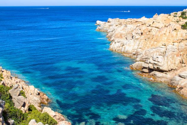 Montebello21 ✓ Spiaggia di Cala Brigantina a Caprera nell'Arcipelago di La Maddalena
