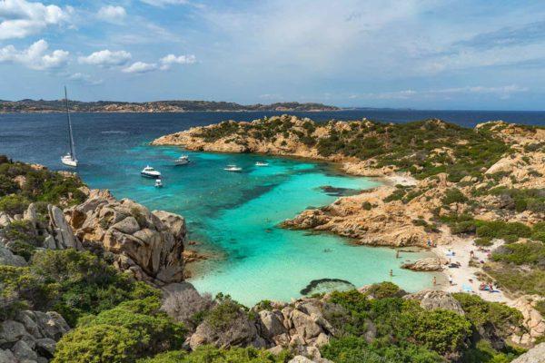 Montebello21 ✓ Spiaggia di Cala Napoletana a Caprera nell'Arcipelago di La Maddalena
