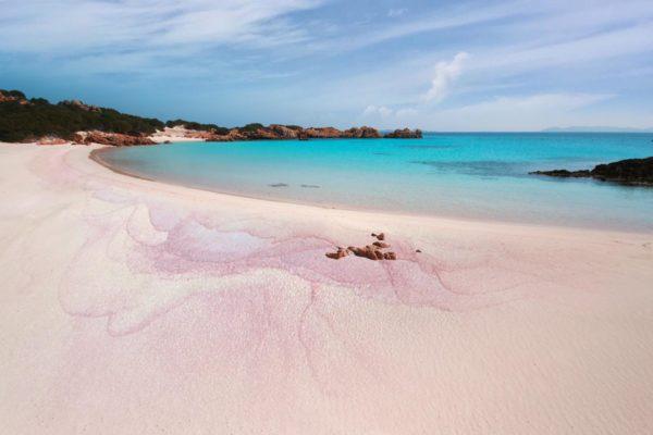 Montebello21 ✓ Spiaggia Rosa sull'Isola di Budelli nell'Arcipelago di La Maddalena